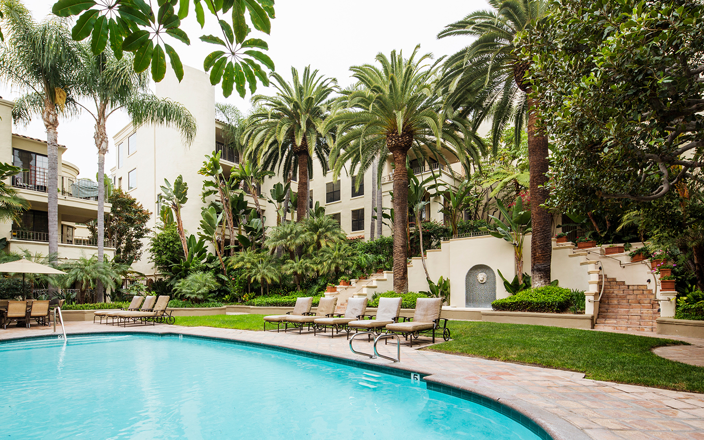 Luxury pool and spa at Brentwood Apartment